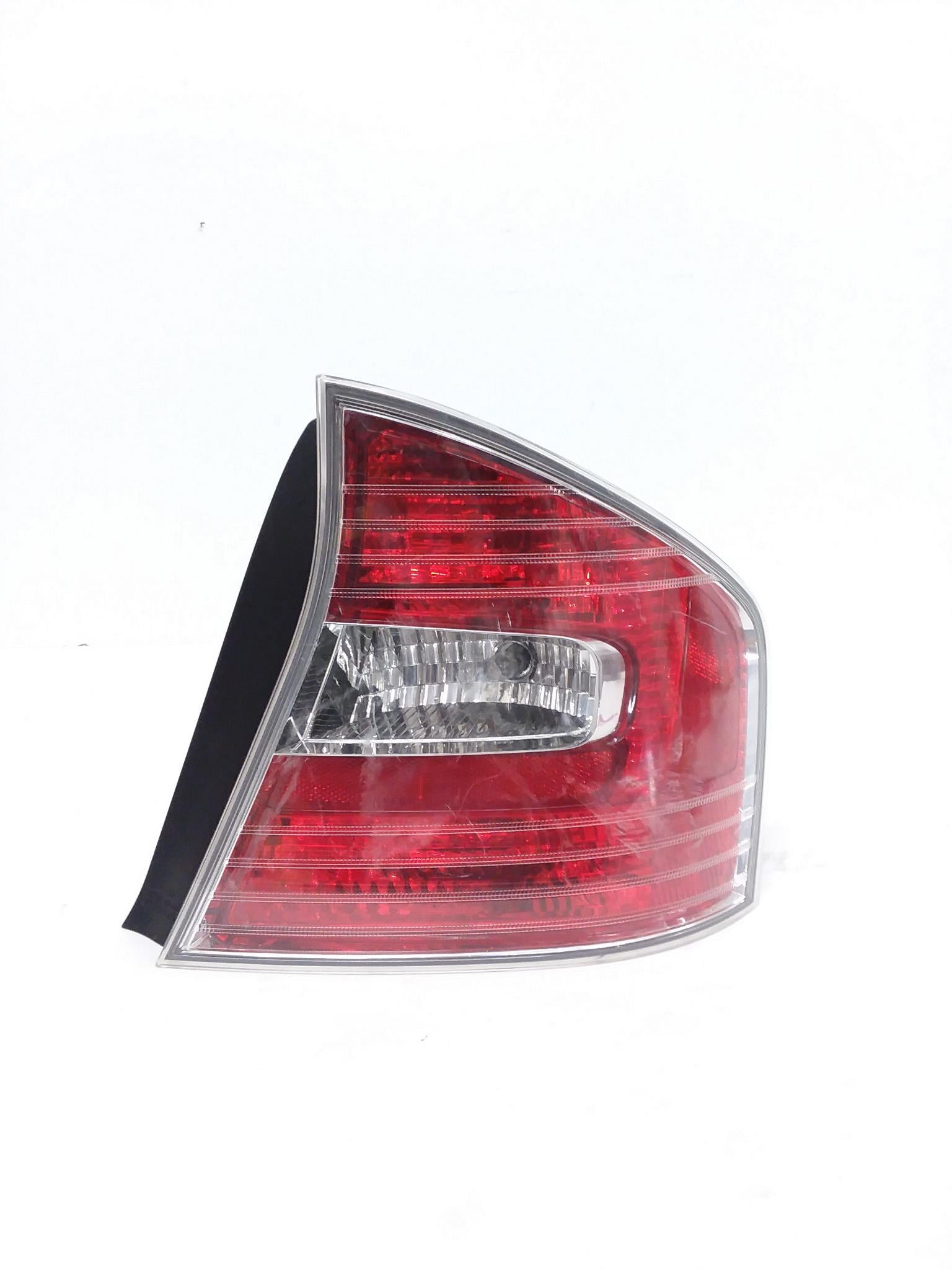2005 2006 2007 Subaru Legacy Passenger Right Side Tail Light Rear Lamp OEM