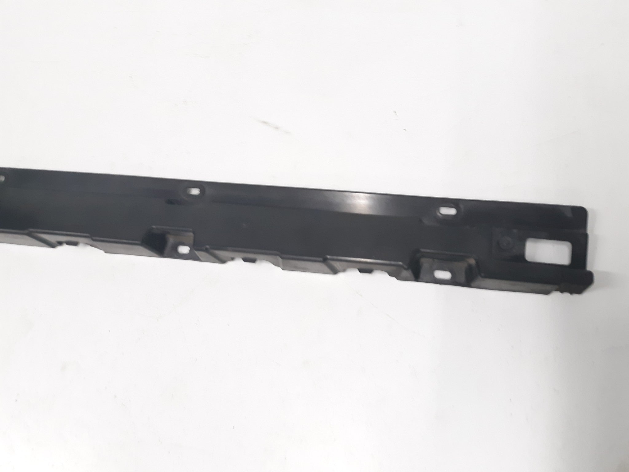 BMW E83 X3 LEFT DRIVER SIDE SKIRT ROCKER PANEL BRACKET TRIM 2004 2010 OEM