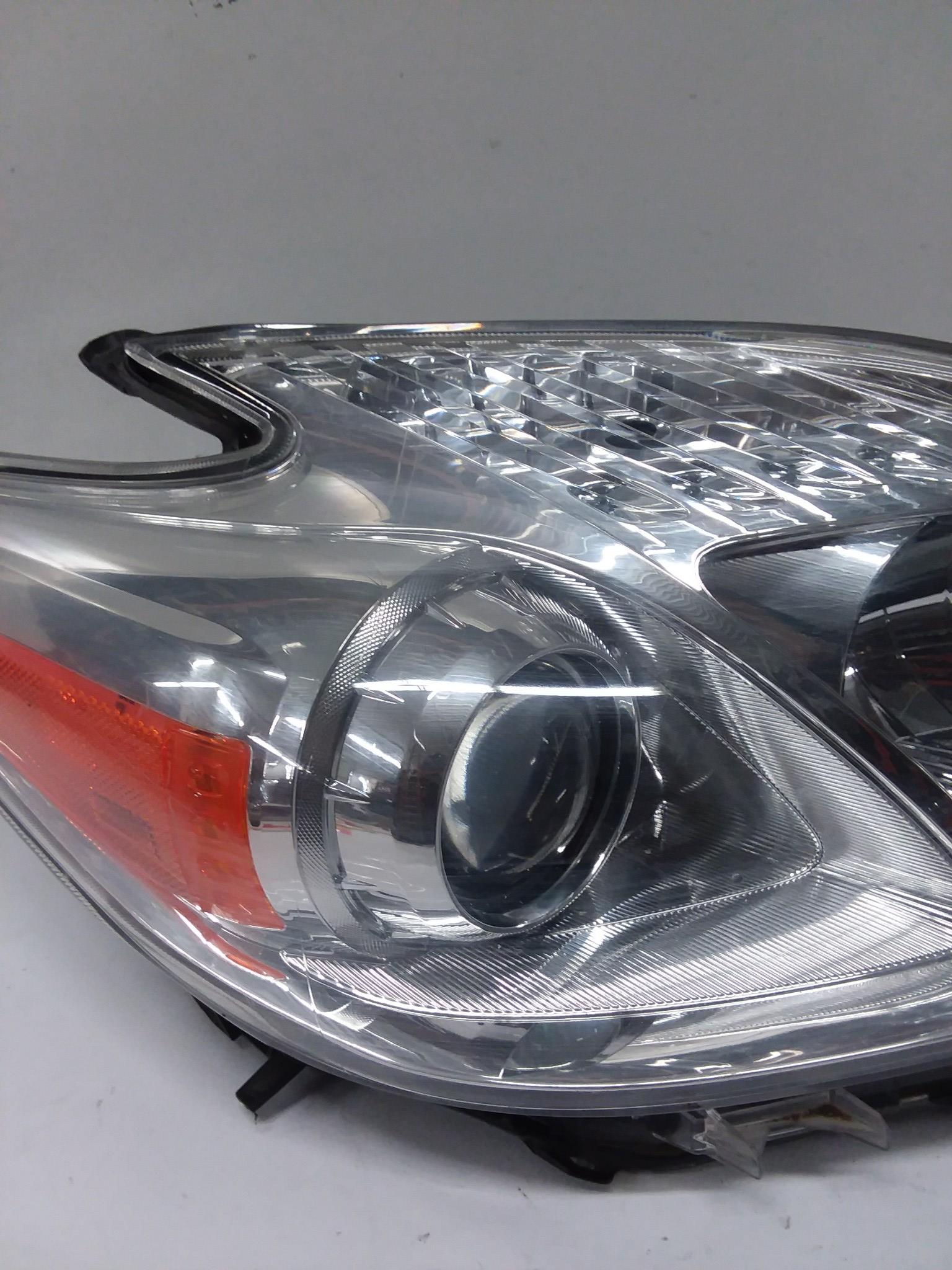 2012-2015 TOYOTA PRIUS RIGHT PASSANGER SIDE HALOGEN HEADLIGHT OEM - Click Receive Auto Parts