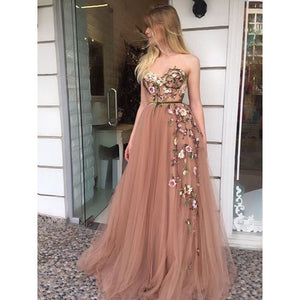Strapless 3D embroidered gown, tulle skirt, sleeveless gown, elegant graduation gown