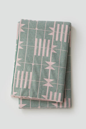 'Dovetail' Bedthrow in Seashell and Willow