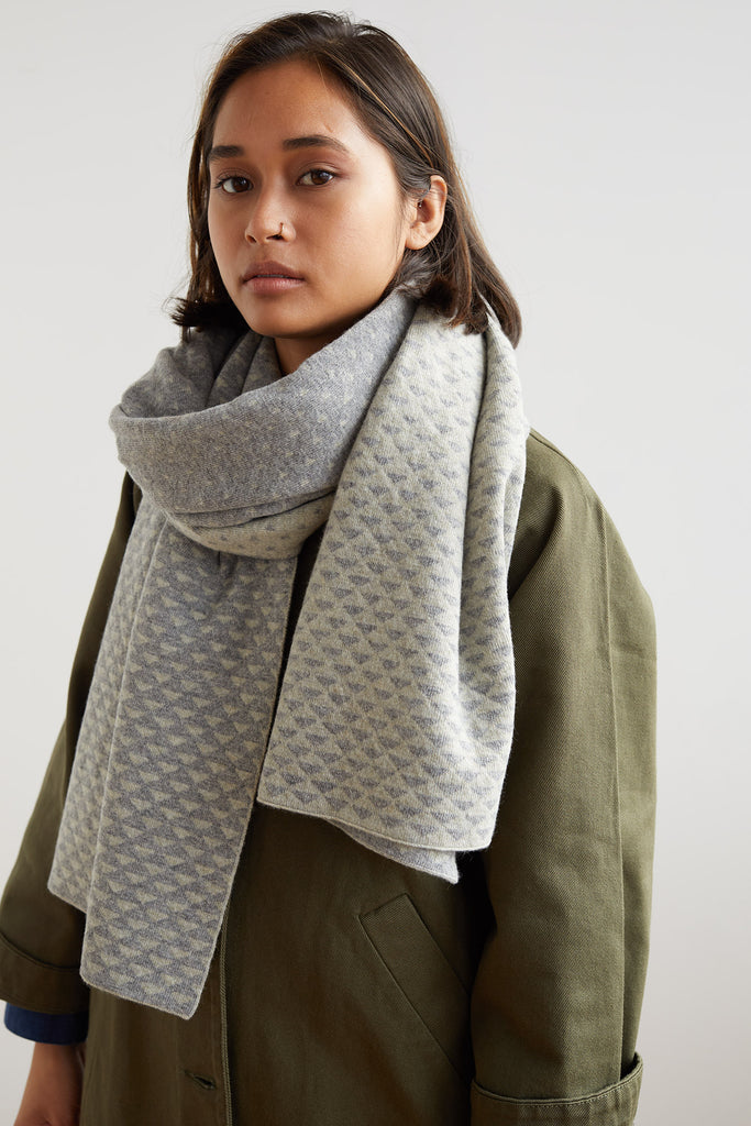 "Shawl ""Sashiko""<br/>Seal Grey + Birch"