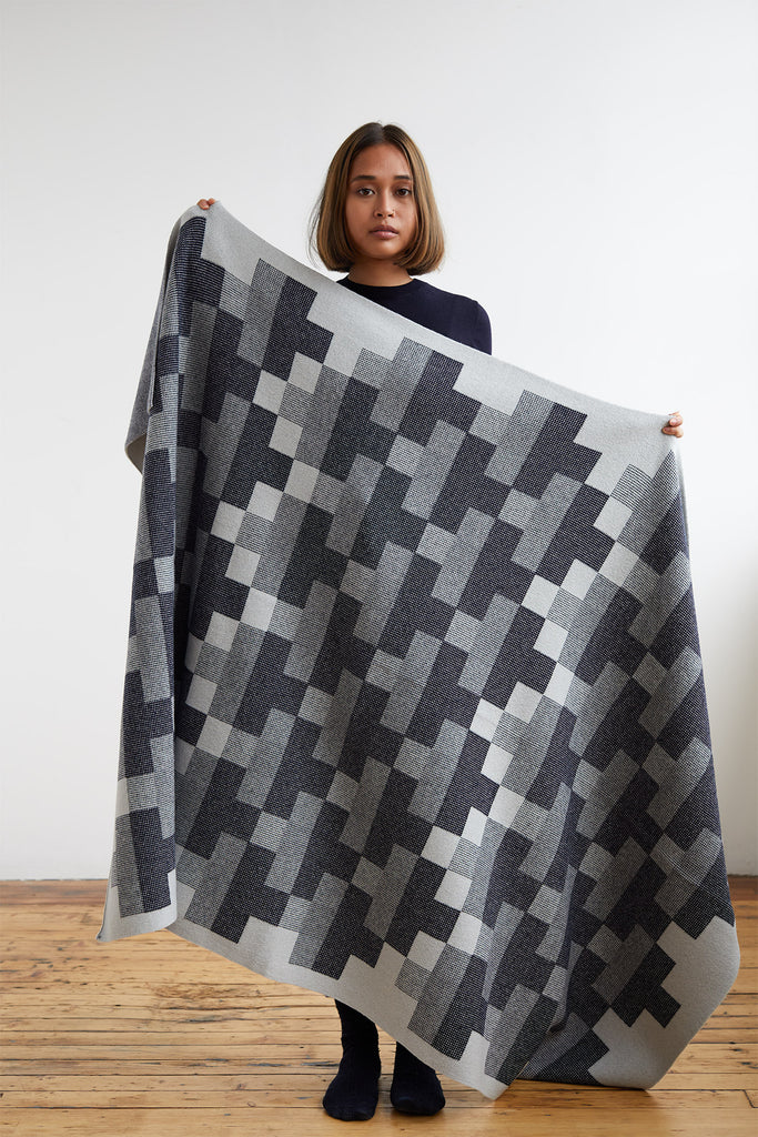 "Blanket ""Faro""<br/>Navy + Seal Grey"