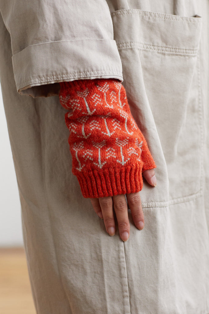 "Fingerless Mitt ""Arrow""<br/>Rust + Birch"