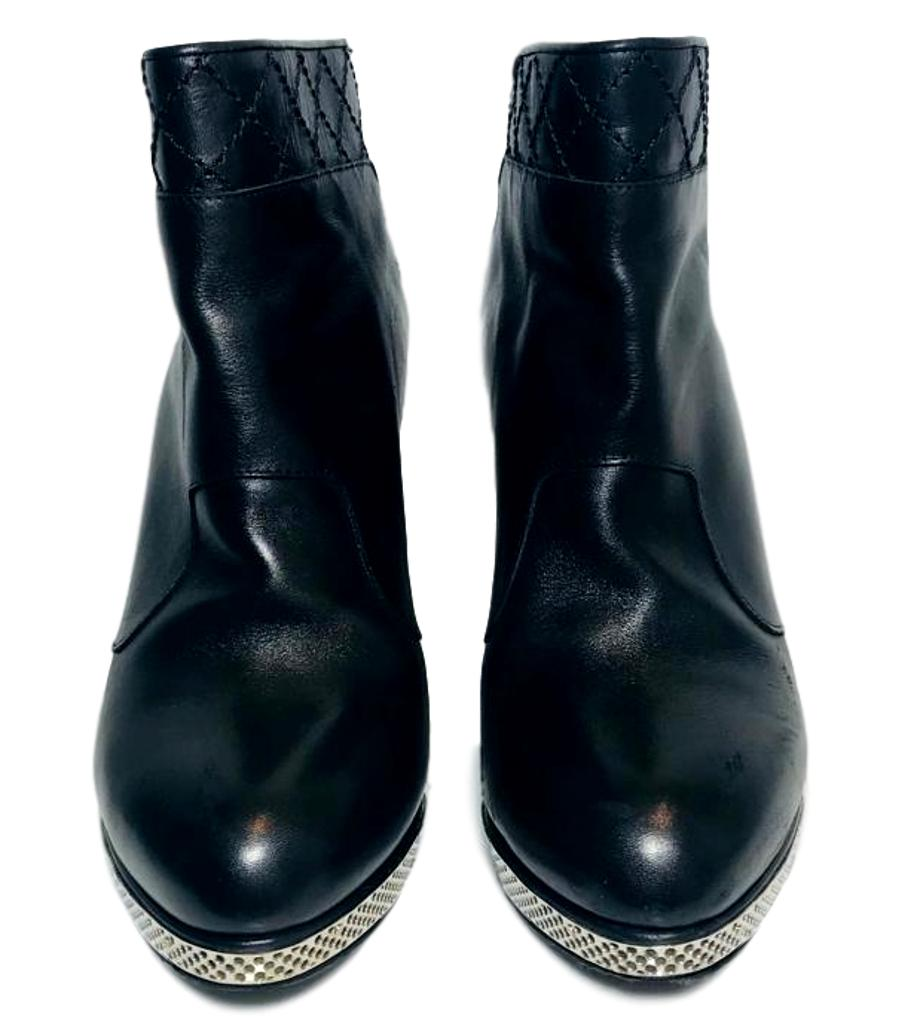 Chanel Leather Ankle Boots. Size 39