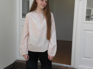 Light pink blouse – Fine merino wool –  gathered neckline – bishop sleeve