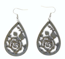 Load image into Gallery viewer, Flower Earrings - The Mitten Roots