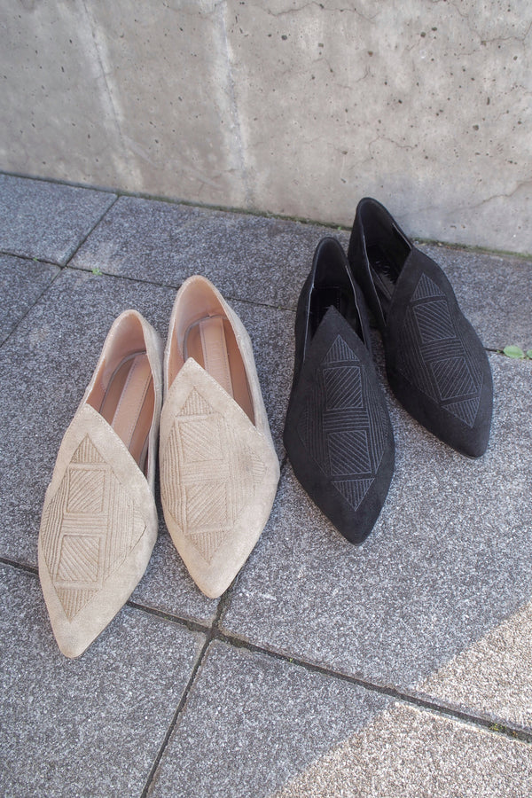 V shaped boho shoes