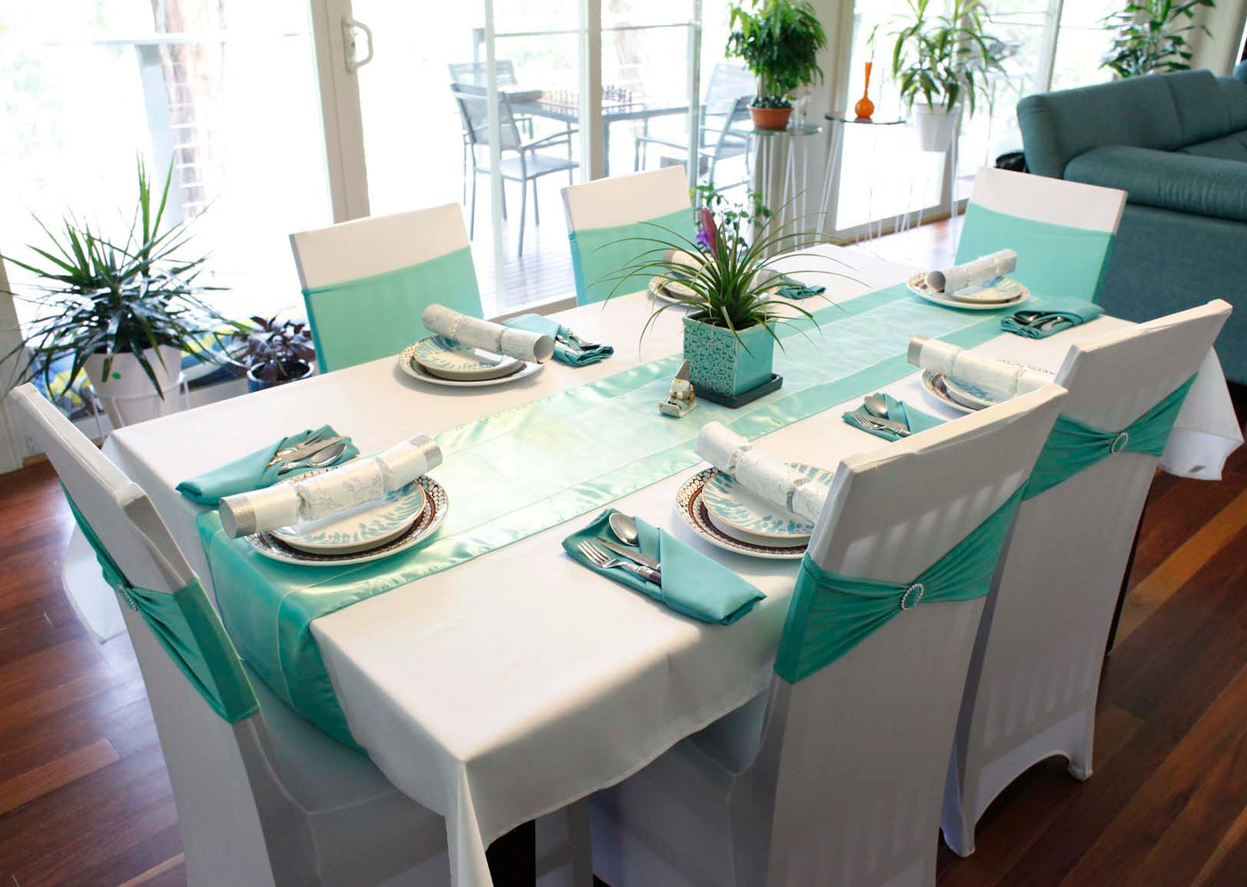 Australian Christmas Table Setting White and Mint Theme