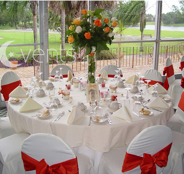White Round Tablecloth (300cm) in setting