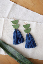 Load image into Gallery viewer, Encanto Indigo Earring