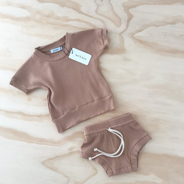 US stockist of Bel & Bow's warm cocoa ribbed cotton short sleeve dolman top, with matching jogger shorts with elasticized waist with functional drawstring.