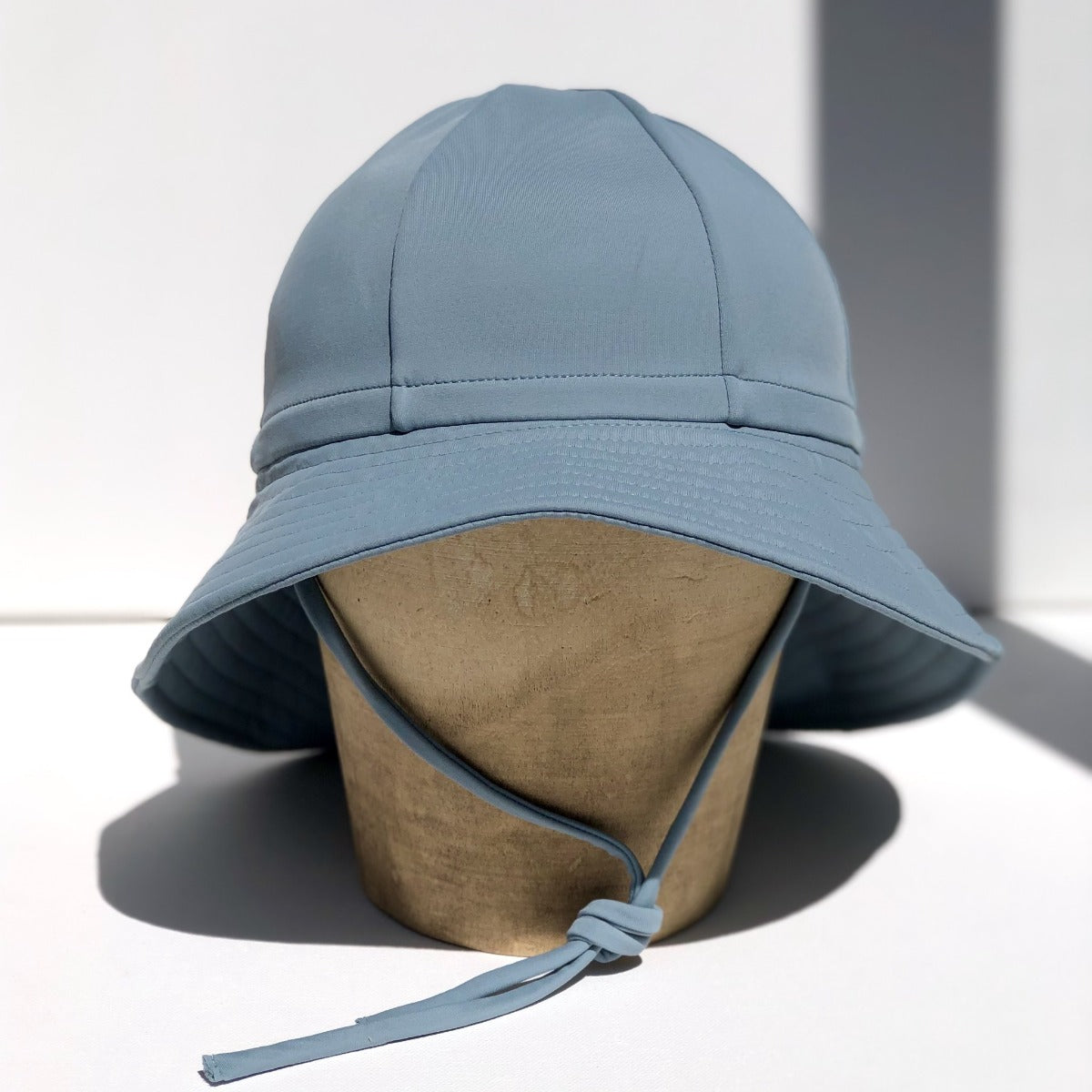 US stockist of Fini the Label's gender neutral, floppy swim hat in heaven. Features elongated back for added sun protection, chin strap and adjustable bow around crown for better fit. Brim is medium stiffness and can be flipped up at front.  Made from nylon/spandex and is quick drying.