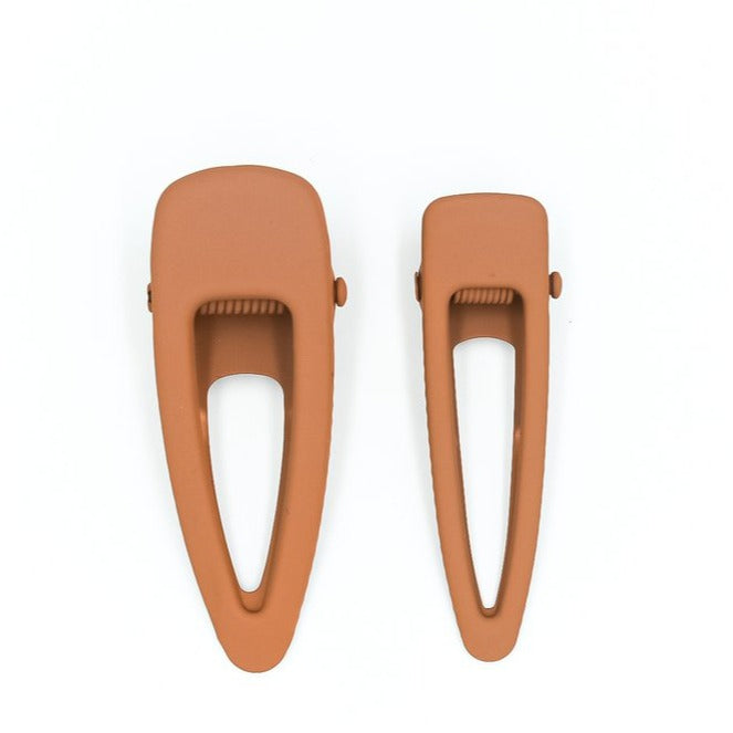 US stockist of Grech & Co's 2 piece grip hair clips.  In a matte rust color - one mini + one regular size.
