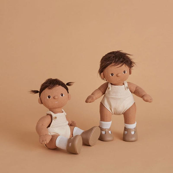 US stockist of gender neutral, brown haired, brown eyed Olli Ella Sprout dinkum doll.