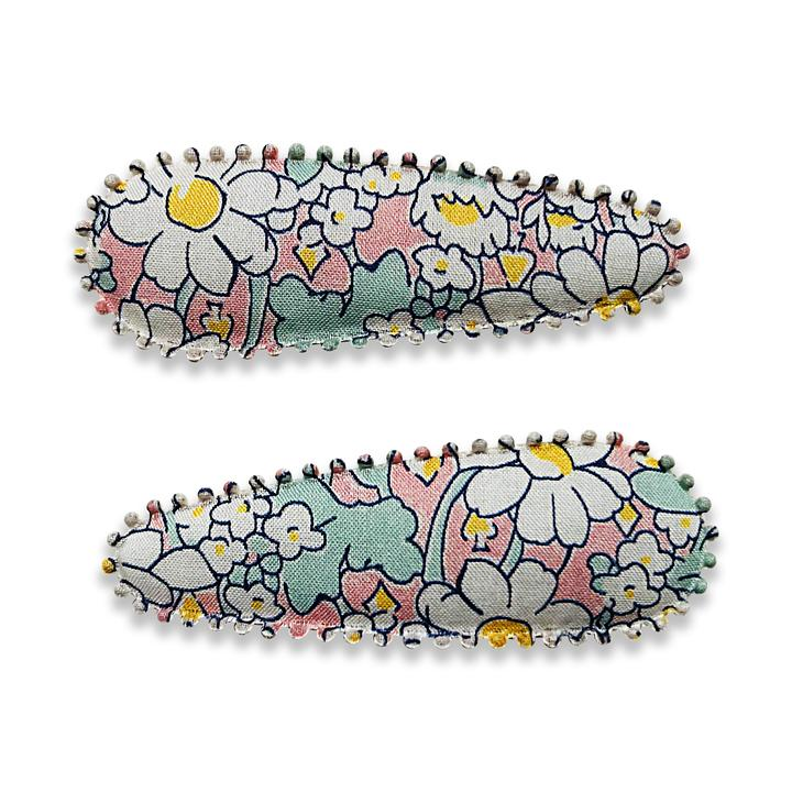 US stockist of Josie Joan's Tara hair clip set. Gorgeous light pink fabric with contrasting white daisies.