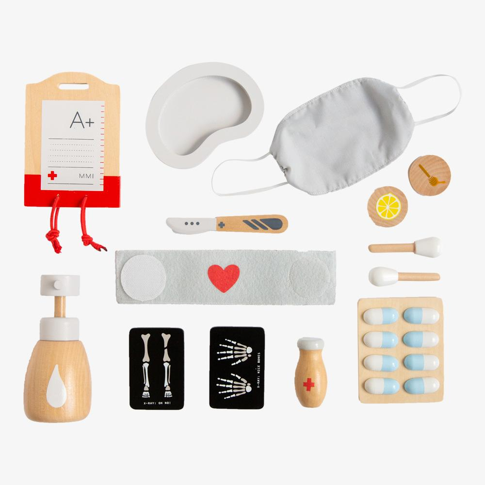 US stockist of Make Me Iconic's 14 piece wooden pretend play surgeon kit.  Contains xrays, scalpel, plasma bag, mask and more.