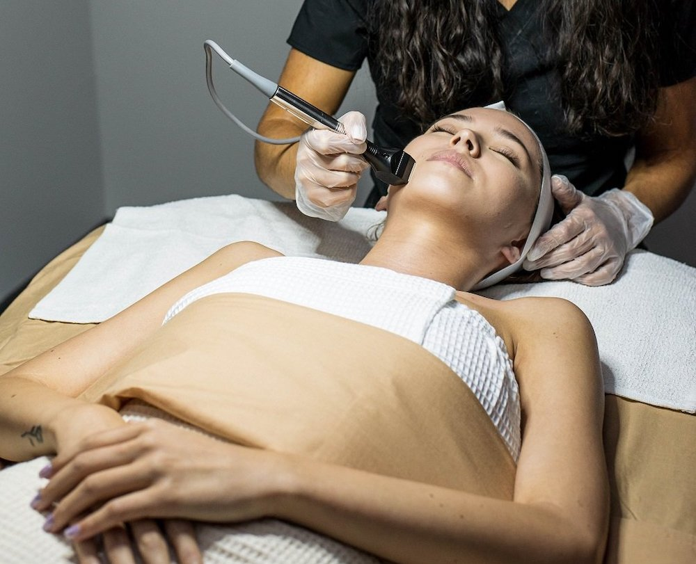 Turkey neck blog image – a woman receiving a Forma Accelerated Face Treatment to target sagging neck skin