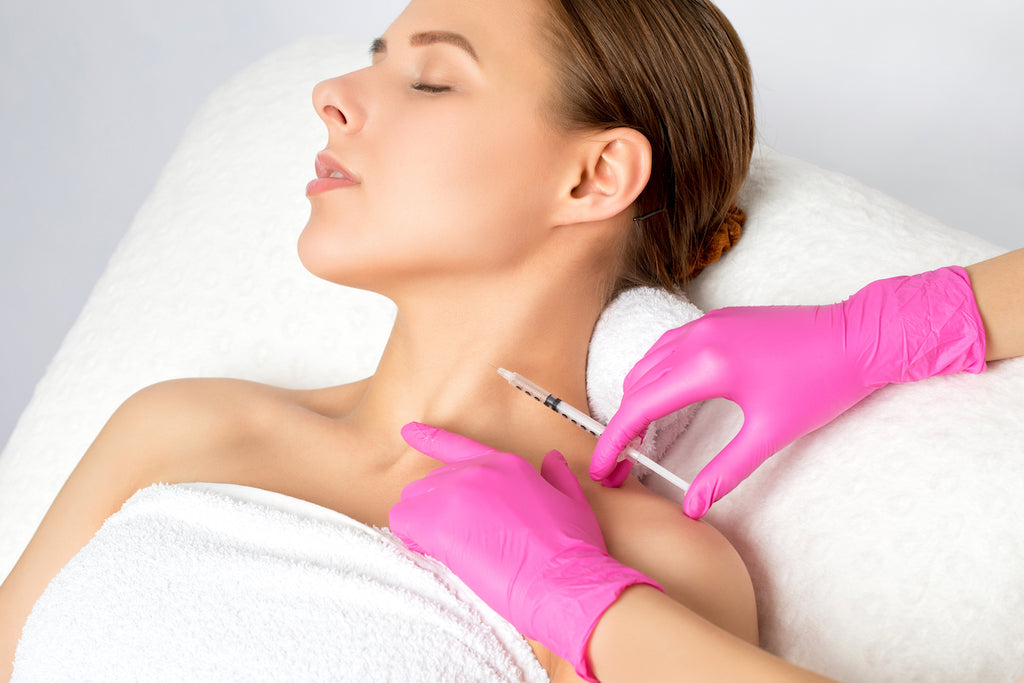 Turkey neck blog image – a woman receiving Botox injections to prevent sagging neck skin