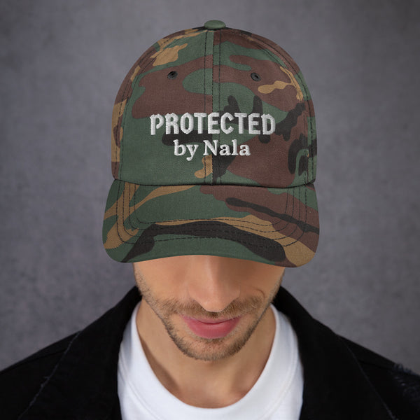 """Protected by ..."": Mit Hundename personalisierbare Cap (bestickt) - wauwau-wow.com"