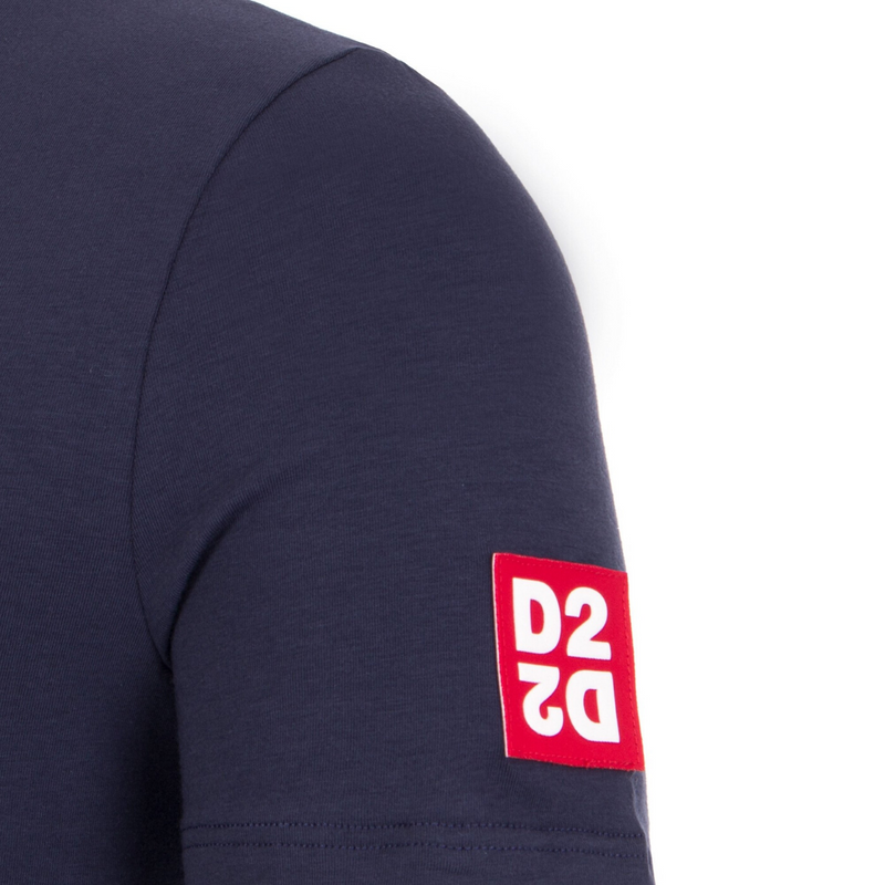navy tee with red d2 box