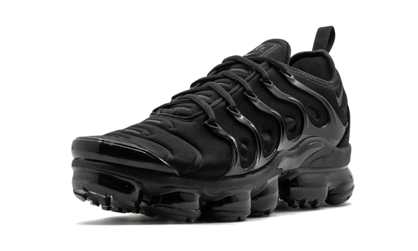"Air Vapormax Plus  ""Triple Black"""