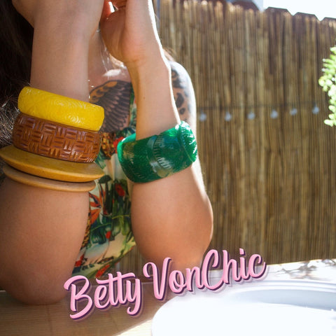 The 411 on our hottest vintage inspired accessories!
