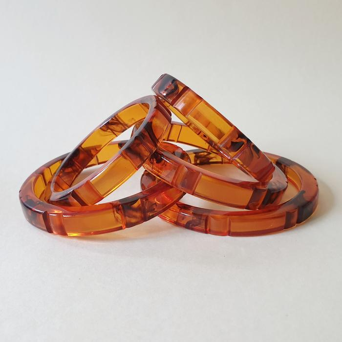 Hazel Fakelite Bangle - Tortie One Queenie Size