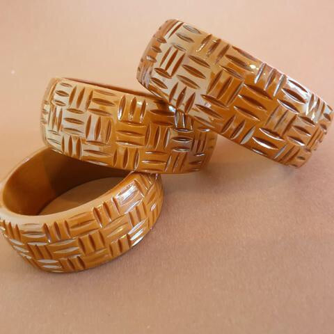 https://bowandcrossboneswholesale.myshopify.com/products/kane-wicker-carved-fakelite-bangle-thick-brown?_pos=33&_sid=a955b8a82&_ss=r