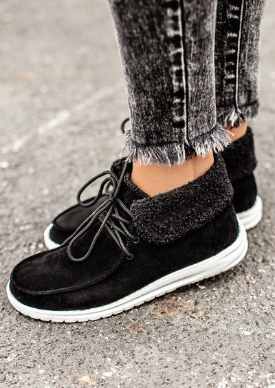 Warm Plush Lace Up Round Toe Flat Sneakers - Black