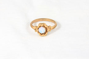 Vintage gold toned opal ring