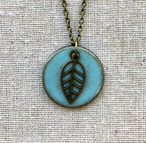 CHARM NECKLACE  WITH LEAF IN TURQUOISE