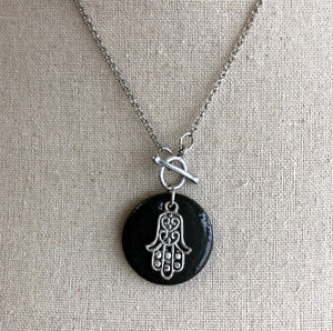 CHARM NECKLACE IN BLACK WITH HAMSA