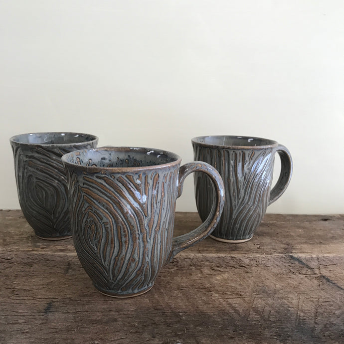 SLATE MUG WITH WOOD GRAIN CARVED SURFACE - 15 OUNCES