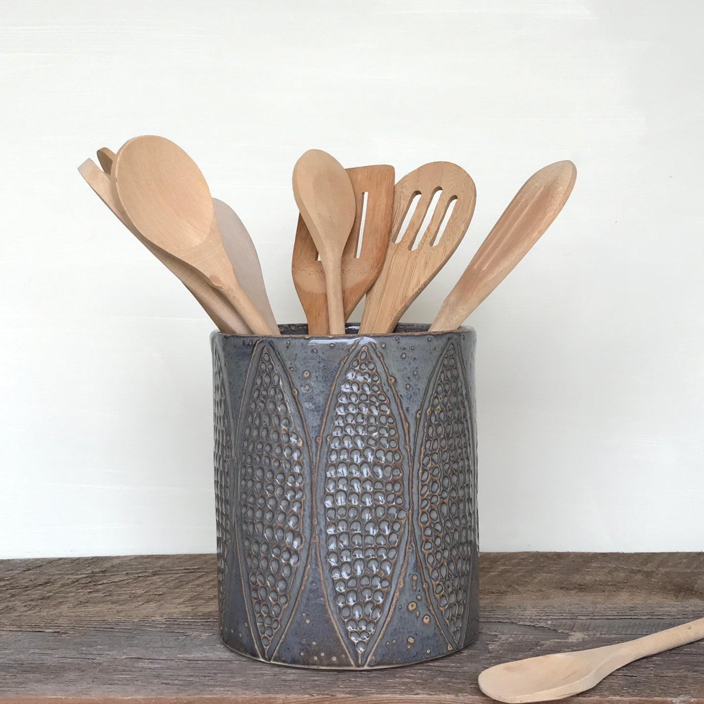 SLATE UTENSIL HOLDER WITH PODS