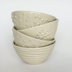 IVORY MEDIUM EVERYDAY BOWL WITH BRANCHES