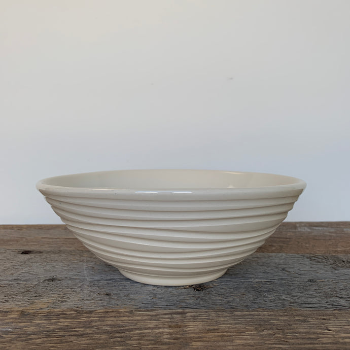 IVORY LINDA SERVING BOWL WITH WAVES