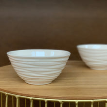 Load image into Gallery viewer, IVORY MEDIUM EVERYDAY BOWL WITH WAVES