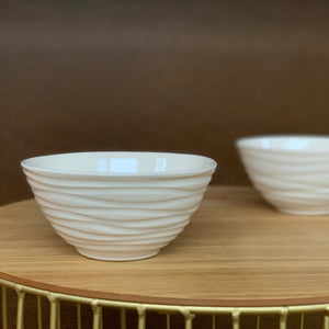 IVORY MEDIUM EVERYDAY BOWL WITH WAVES