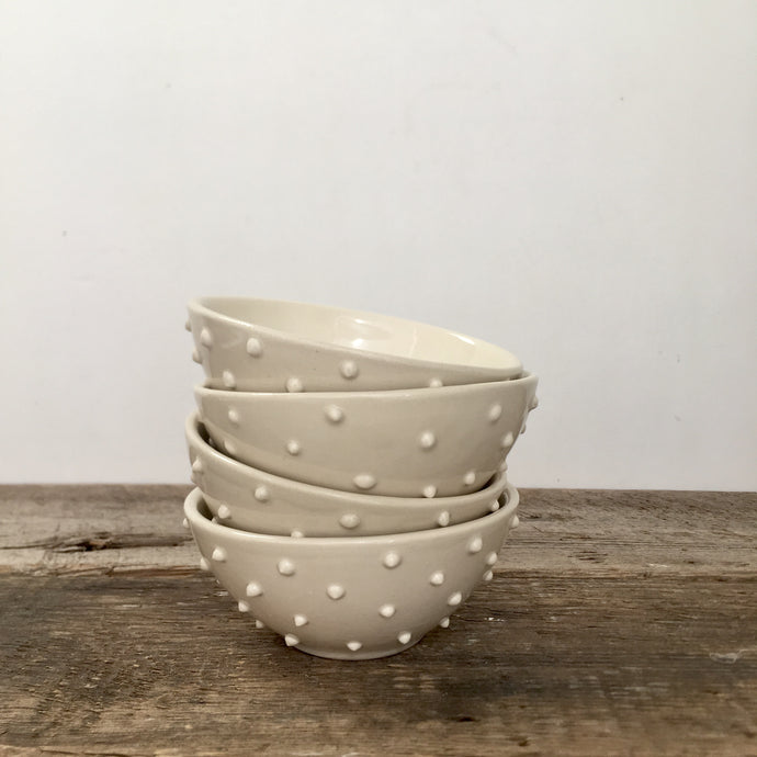 IVORY SMALL EVERYDAY BOWLS WITH DOTS