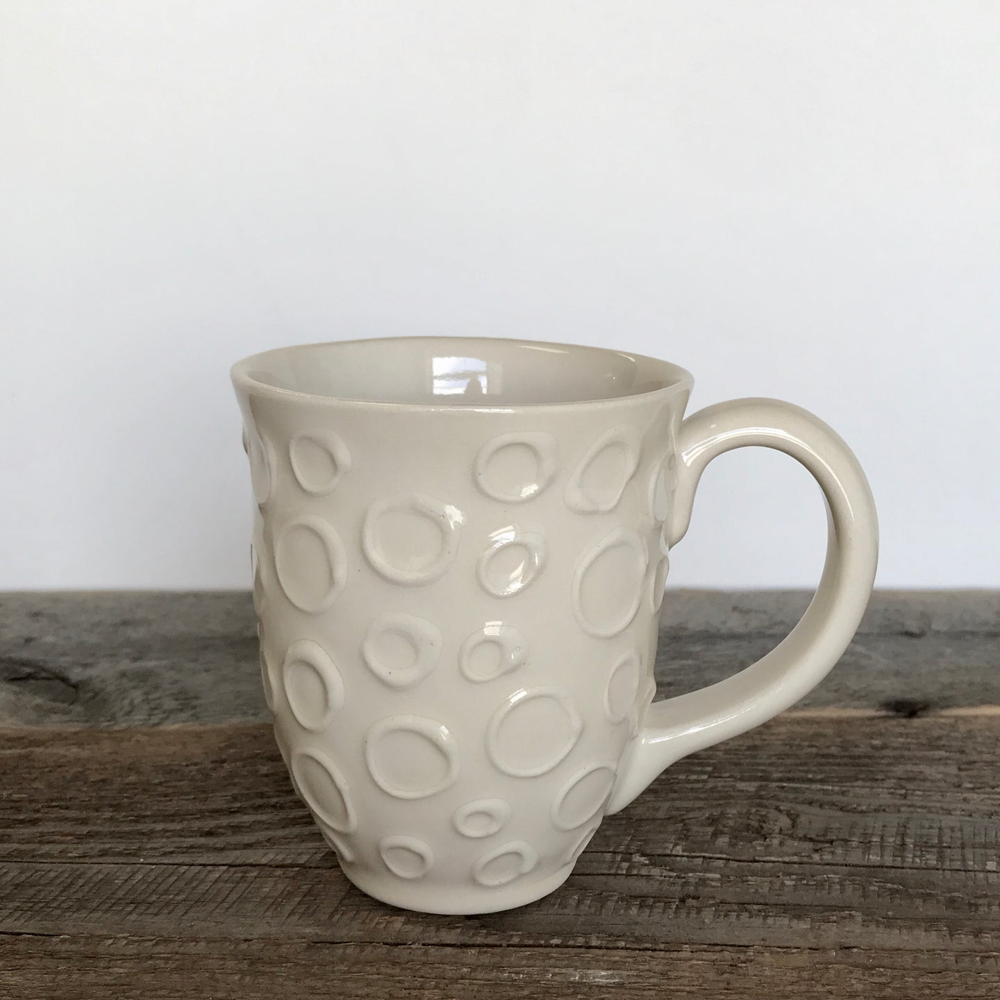 IVORY MUG 15 OUNCES WITH CIRCLES