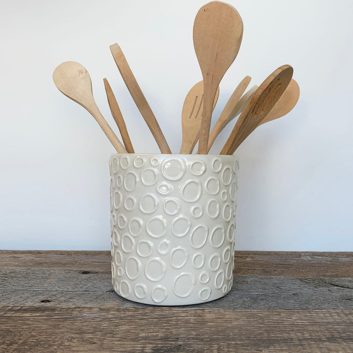 IVORY UTENSIL HOLDER WITH CIRCLES
