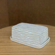 Load image into Gallery viewer, OATMEAL BUTTER DISH WITH CARVED WAVES