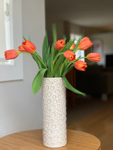 Load image into Gallery viewer, OATMEAL CYLINDER VASE WITH CIRCLES