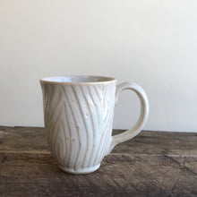 Load image into Gallery viewer, OATMEAL MUG IN WOOD GRAIN - 15 OUNCES
