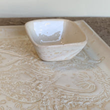 "Load image into Gallery viewer, OATMEAL SMALL SQUARE PLATTER SET IN MEHNDI (11""X11"")"
