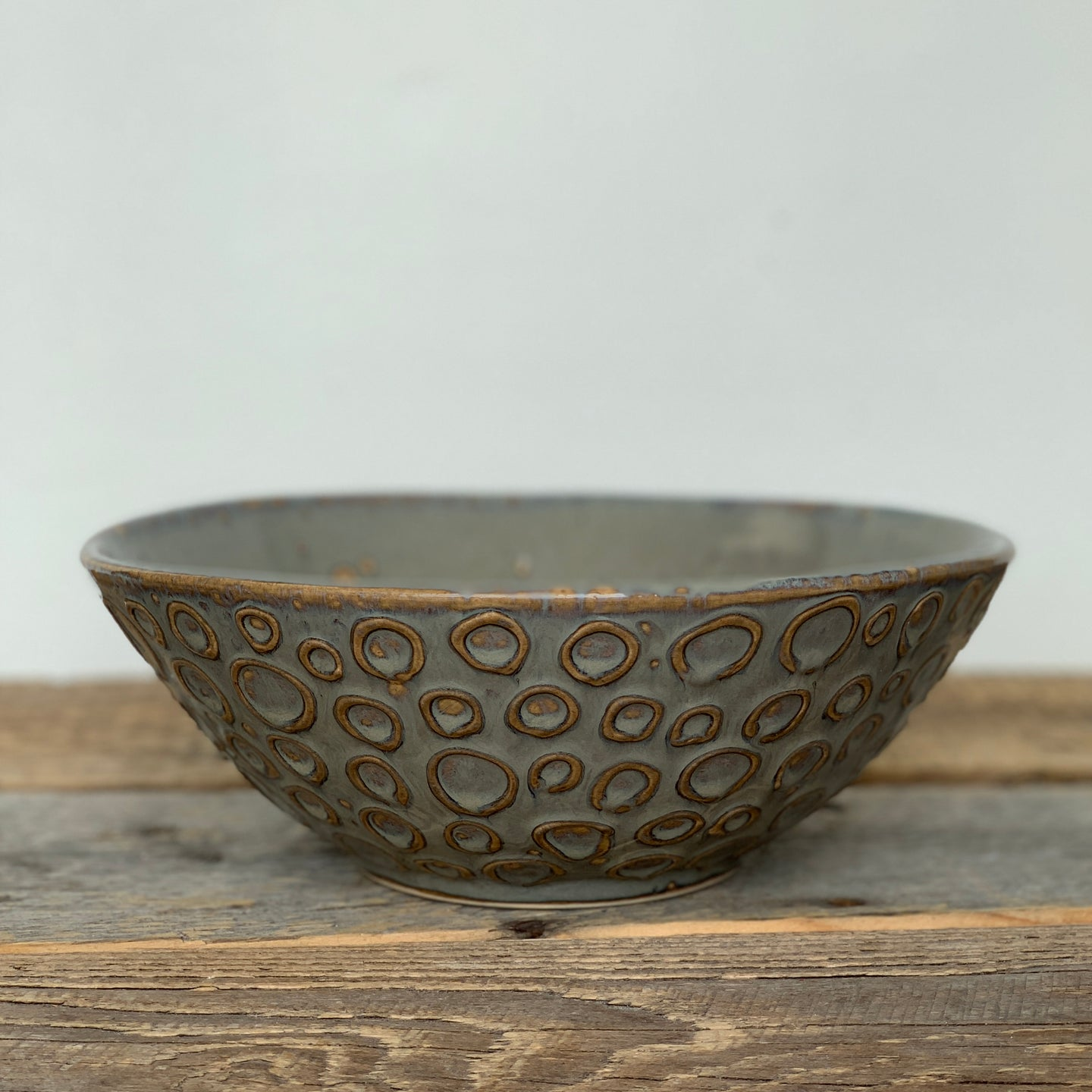SLATE LINDA SERVING BOWL WITH CIRCLES