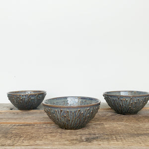 SLATE SMALL EVERYDAY BOWLS WITH PUSSY WILLOWS