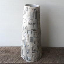 Load image into Gallery viewer, GEO MODERN TAPER VASE 12