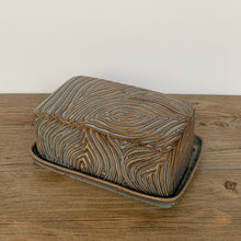 Load image into Gallery viewer, SLATE BUTTER DISH WITH CARVED WOOD GRAIN